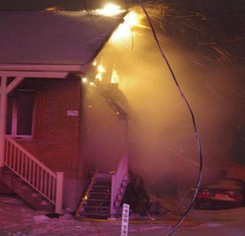 Une résidence du boulevard Laframboise, dans le secteur Saint-Thomas-d'Aquin, a été fortement endommagée lorsqu'un incendie s'est déclaré dans la nuit de samedi à dimanche. Deux personnes se sont retrouvées à la rue avant la période des Fêtes. Près d'une trentaine de pompiers ont été déployés afin d'éteindre le brasier, qui touchait plus particulièrement l'entretoit de la résidence. Les dommages sont estimés à plus de 65 000 $.