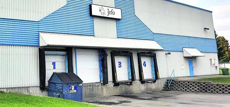 Fraîchement acquis par le Groupe JEFO, le bâtiment de l'entreprise Conversion Honeycomb servira à l'entreposage d'additifs non médicamenteux destinés à la nutrition animale.  Photo Robert Gosselin   Le Courrier ©