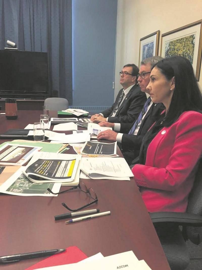 Le 2 mars, la députée Chantal Soucy était à Québec en compagnie du maire Claude Corbeil et du directeur général de la Ville, Louis Bilodeau, pour discuter du projet du tunnel ferroviaire avec les représentants du ministère des Affaires municipales et de l'Occupation du territoire.
