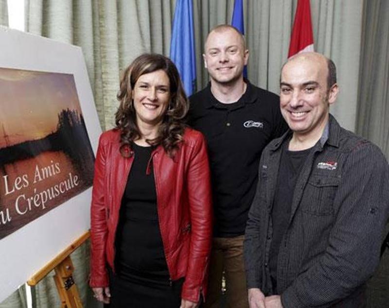 Nathalie Laberge, présidente d'honneur du Souper-dégustation des Amis du Crépuscule; Roland Bambach, chef cuisinier; François Lortie, président des Amis du Crépuscule.