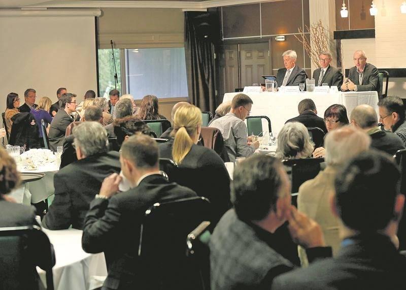 En 2013, le débat entre les candidats à la mairie de Saint-Hyacinthe - Gaston Vachon, Claude Corbeil et Pierre Rhéaume - avait réuni une centaine de personnes au Club de golf de Saint-Hyacinthe. Photothèque | Le Courrier ©
