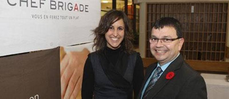 La directrice générale d'Industrie gastronomique Cascajares, Janick Martin en compagnie du député de Lotbinière-Chutes-de-la-Chaudière, Jacques Gourde qui représente le gouvernement fédéral.