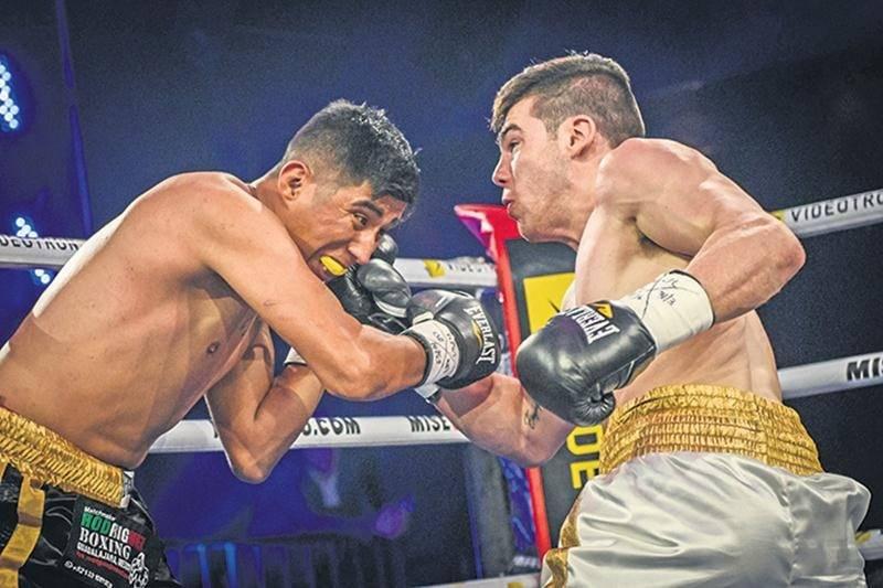 Raphaël Courchesne a réussi à démontrer la puissance de sa force de frappe face au Mexicain Luis Acuna Rojas. Photo Courtoisie Vincent Éthier - EOTTM