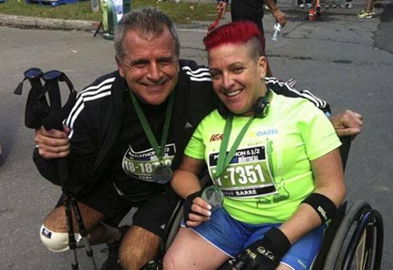 La Maskoutaine Jani Barré et son père Bernard ont relevé un beau défi ensemble en participant au Marathon Oasis de Montréal, le dimanche 23 septembre. Ils ont tous deux pris part au demi-marathon, d'une distance de 21,1 km. En dépit d'une blessure au genou, Bernard a franchi la ligne d'arrivée avec le sourire en 3 heures 1 minute, tandis que Jani, à bord de son fauteuil roulant, a terminé le parcours en 2 heures 15 minutes. Une belle performance considérant qu'elle a pris le départ sur son faute