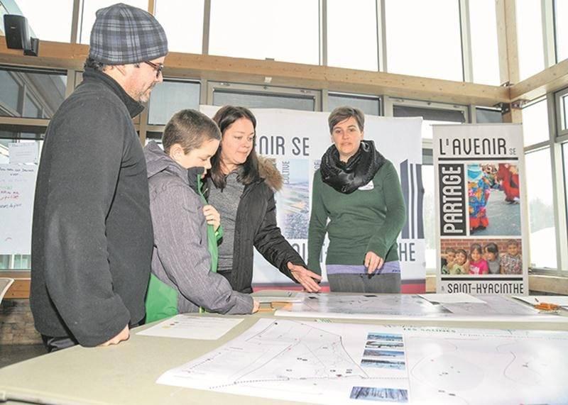 Le Centre d'écologie urbaine de Montréal a rencontré des utilisateurs du parc Les Salines le 10 février afin de sonder leurs opinions pour la Ville de Saint-Hyacinthe.  Photo François Larivière   Le Courrier ©