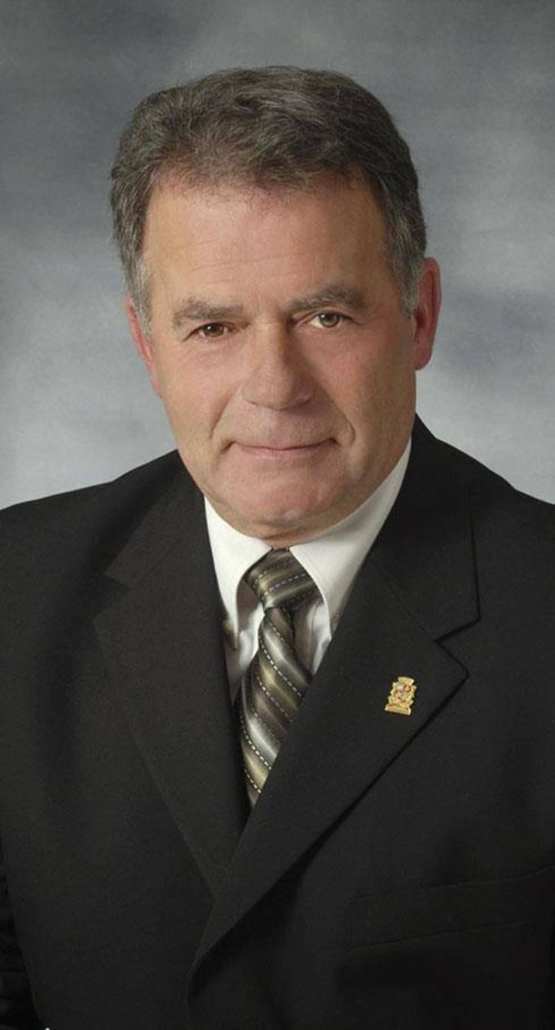 Au terme d'une lutte corsée, Robert Houle a conservé son poste à la mairie de Saint-Dominique.