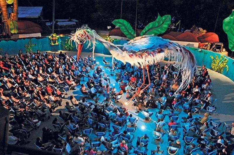Plus de 36 000 curieux ont déjà assisté au spectacle Les Géants de l'Étang dans les deux dernières années. La pièce sera présentée une dernière saison en 2018.