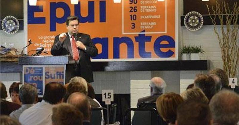 Le maire de Montréal Denis Coderre a fait salle comble lors d'un déjeuner-conférence tenu au Club de golf Saint-Hyacinthe.