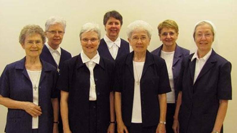 Le 14 août, à leur Maison mère de Saint-Hyacinthe, les religieuses de la Présentation de Marie accueillaient leur nouveau conseil provincial. On reconnaît, dans l'ordre habituel, soeur Édith Lavoie, soeur Louise Benoît, soeur Gisèle Patenaude, assistante provinciale, soeur Monique Parent, soeur Clémence Moreau, supérieure provinciale, soeur Francine Babin et soeur Danielle Duplessis. Les soeurs de la Présentation de Marie sont environ 140 dans la région de Saint-Hyacinthe.