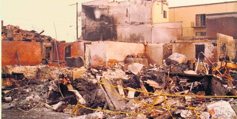 Même une fois le feu maîtrisé, le centre-ville de Saint-Hyacinthe avait des allures de zone de guerre tellement la destruction était grande. Photographe inconnu