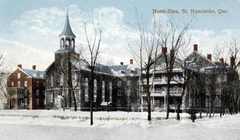 L'ancien Hôtel-Dieu qui fut en partie détruit dans l'incendie du 28 novembre 1917. L'édifice actuel fut construit en 1922. Carte postale, Valentine & Sons, England, 1915. (Collection privée)