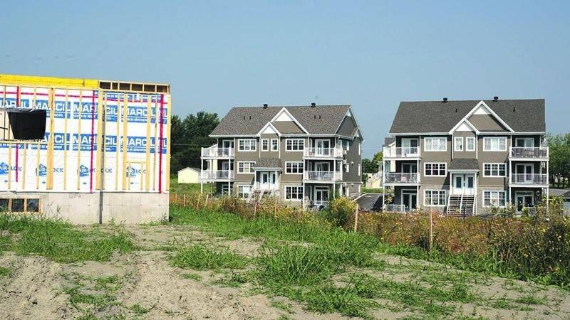 Au Domaine sur le vert à Saint-Hyacinthe, la vente de maisons neuves risque de devenir plus difficile sans l'accès aux crédits de taxes. Photo François Larivière | Le Courrier ©