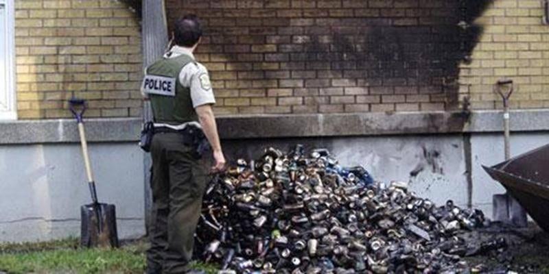 Un feu d'apparence criminelle s'est déclaré dans un cabanon contenant des canettes et des bouteilles dans la cour de l'école Notre-Dame-de-la-Garde à Saint-Hugues au cours de la nuit du 13 au 14 septembre. Les flammes ont endommagé une partie du mur de brique de l'établissement scolaire, sans toutefois que le brasier ne s'attaque au bâtiment plus durement. Le feu s'est consumé par lui-même en grande majorité, les pompiers n'ayant qu'à éteindre les dernières flammes. Les professeurs ont remarqué
