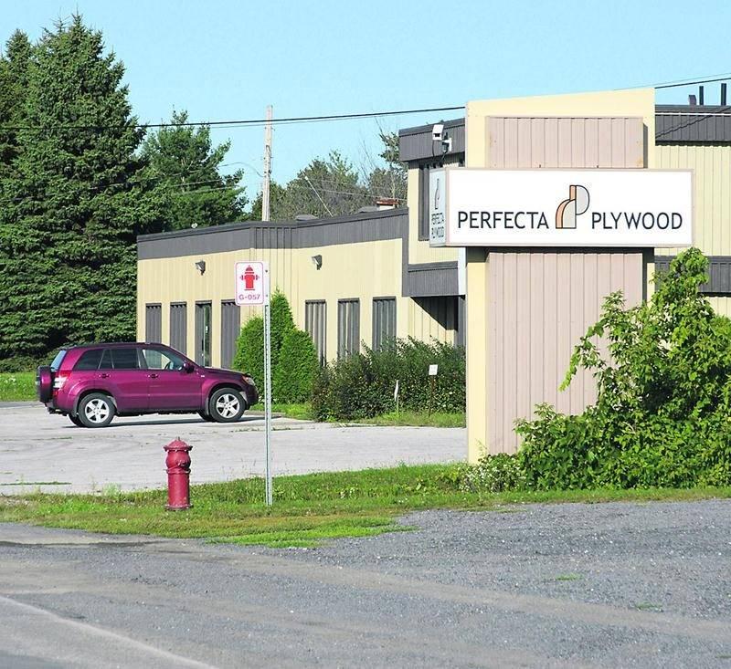 L'entreprise Perfecta Plywood située sur la rue Brouillette à Saint-Hyacinthe.  Photo François Larivière | Le Courrier ©