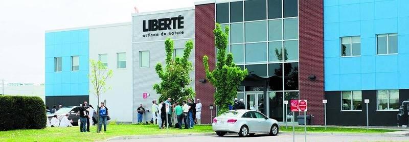 L'usine Liberté du boulevard Choquette a été évacuée pendant plusieurs heures samedi. Photo Courtoisie zone911