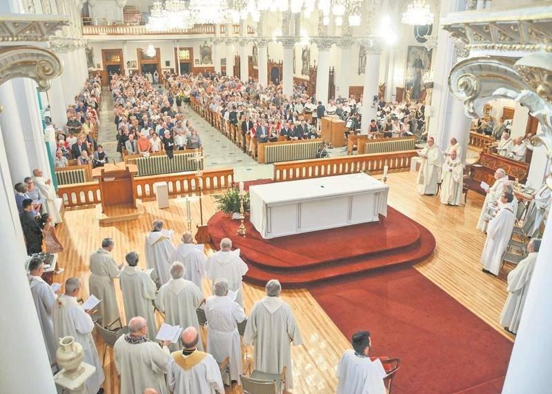 La cathédrale de Saint-Hyacinthe était bondée mercredi dernier pour rendre hommage à Mgr François Lapierre. Photo François Larivière | Le Courrier ©