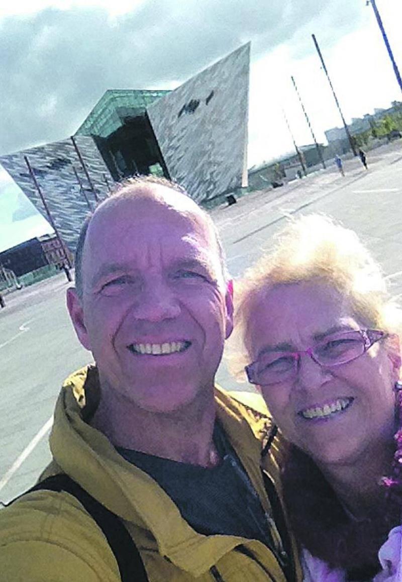 André Morin, en compagnie de sa soeur résidant à Saint-Hyacinthe devant le Titanic Belfast. Photo André Morin
