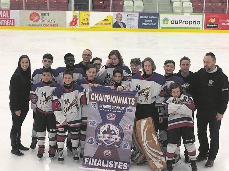 Les Gaulois de Saint-Hyacinthe pee-wee C ont terminé leur saison avec une médaille d'argent au championnat interrégional. Photo Courtoisie