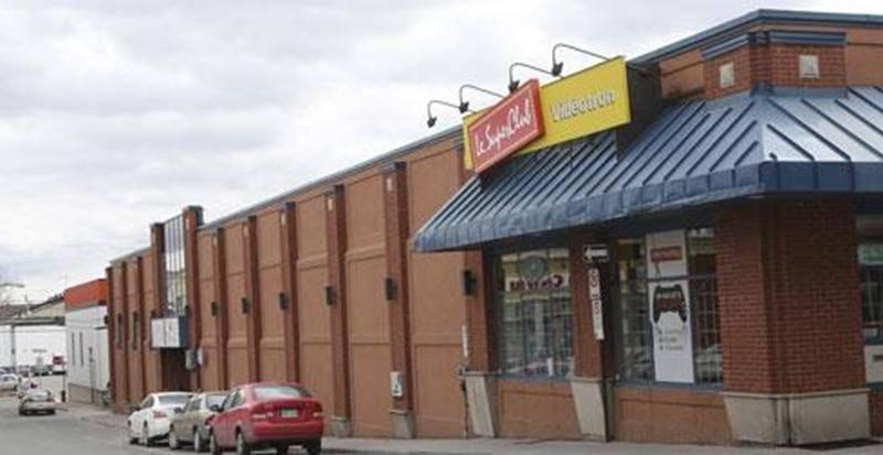 Selon la SDC du centre-ville, c'est dans l'ancienne Maison du bingo, à l'angle des rues Duclos et des Casacdes, que la Ville devrait loger les organismes culturels.