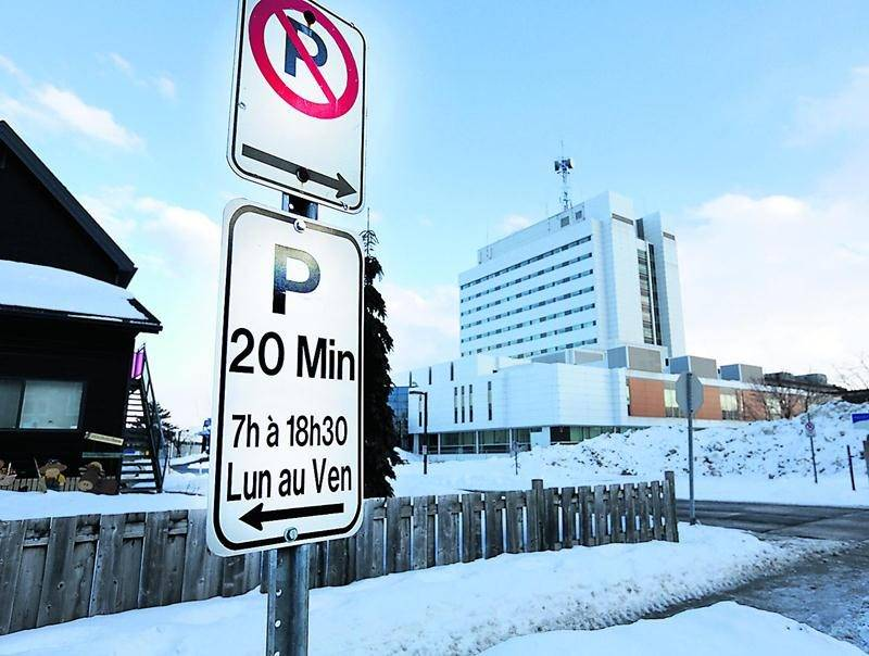 La fausse couche d'une résidante de Beloeil n'était pas une raison valable pour contrevenir à la règlementation de stationnement autour de l'Hôpital Honoré-Mercier, a tranché la cour municipale de Saint-Hyacinthe. Photo Robert Gosselin | Le Courrier ©