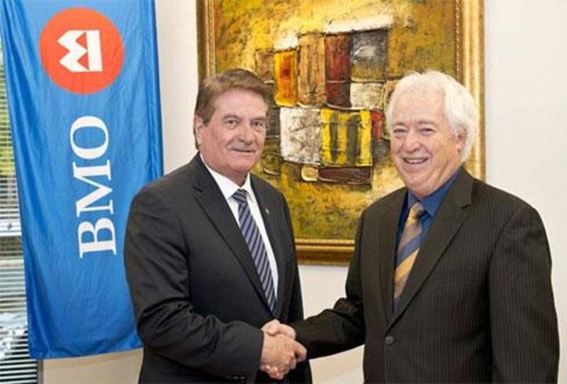 Sur la photo, Jean Sylvestre, de BMO Banque de Montréal et Charles Bachand, président du Salon de l'agriculture.