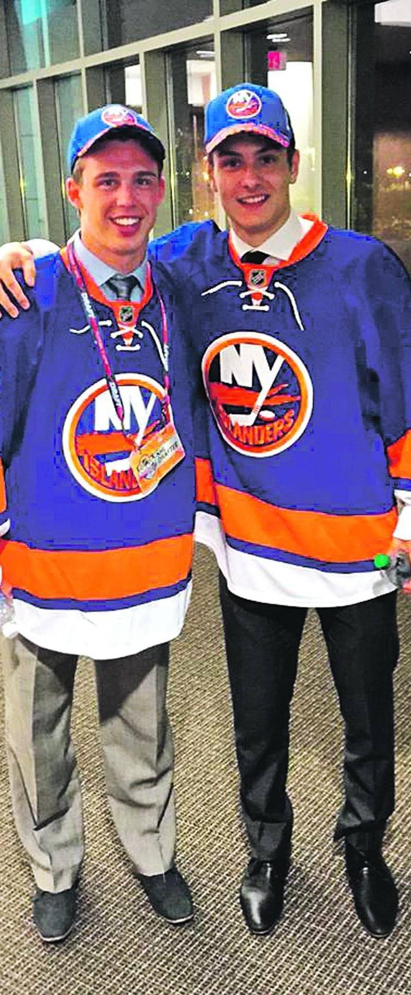 Anthony Beauvillier est maintenant membre des Islanders de New York. On le voit en compagnie de Mathew Barzal, autre choix de première ronde de la formation new-yorkaise. Photo Twitter New York Islanders (@NYIslanders) ©