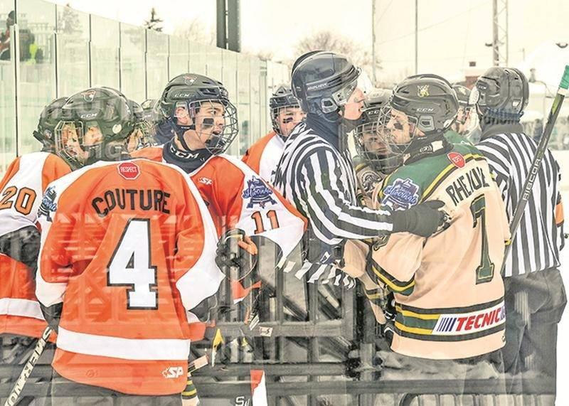 Les Gaulois et les Cantonniers ont fait honneur à leur rivalité avec un match très intense.  Photo François Larivière | Le Courrier ©