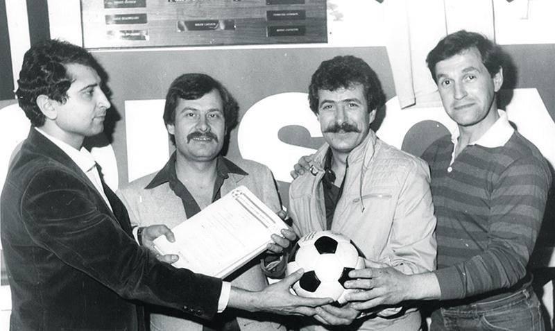 Passation des pouvoirs du Milano à la Porte-des-Cascades en 1983, avec les frères Frantzios, CH380.