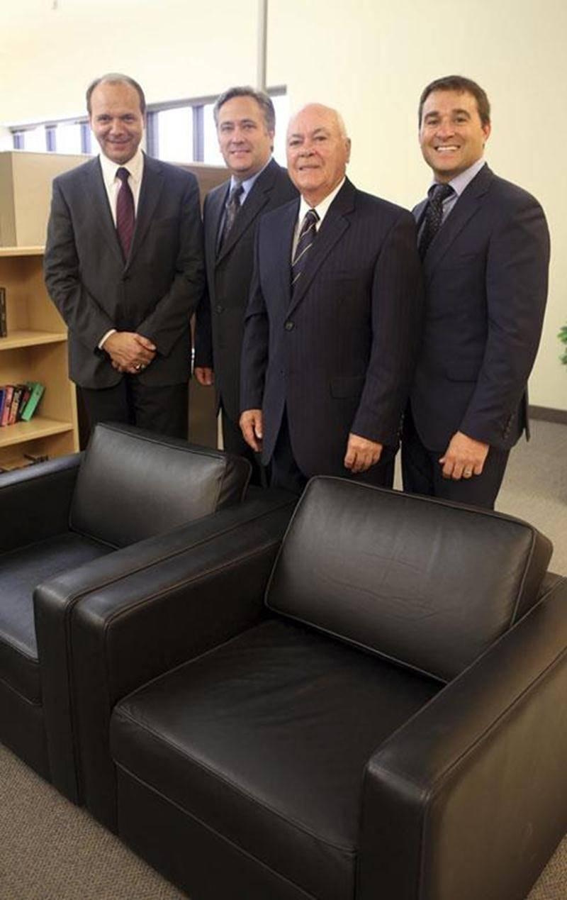 Dans l'ordre habituel, Sylvain Garneau, chef de la direction du Groupe Lacasse; Sylvain Lacasse, ex-propriétaire de Chaises Sylco; Guy Lacasse et son fils Robin.