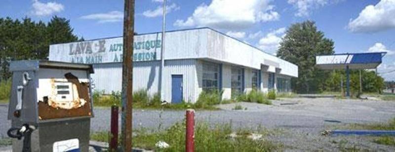 La station-service qui était exploitée au 7700, boul. Laurier Ouest est l'un des nombreux sites qui ont été contaminés aux hydrocarbures et autres produits chimiques dans les limites de la ville.