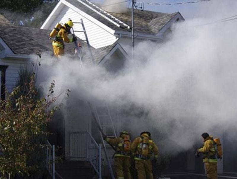 Quatre personnes se retrouvent sans toit après l'incendie de leur demeure de la rue des Fondateurs survenu en après-midi le 20 septembre. Le feu s'est déclaré au sous-sol, d'une défectuosité électrique causée par un ventilateur. Outre les pompiers du Service des incendies de Sainte-Madeleine, ceux de Saint-Hyacinthe et Saint-Damase ont été appelés en entraide. Les dommages se sont limités au sous-sol et au rez-de-chaussée, la structure de la maison ayant été épargnée. Deux adultes et deux enfant
