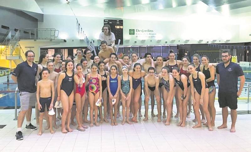 Près d'une trentaine de nageurs du CNSH ont pu s'entraîner en compagnie de Katerine Savard.  Photo Courtoisie