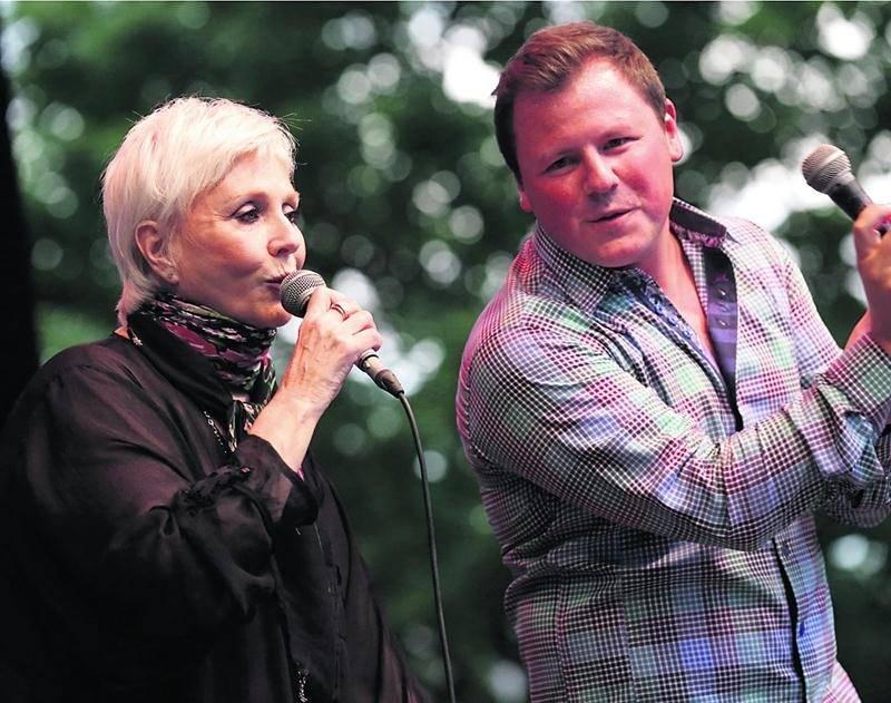 Renée Martel et Maxime Landry étaient parmi les artistes invités dans le cadre du spectacle hommage Chapeau Willie. Photo Robert Gosselin | Le Courrier ©
