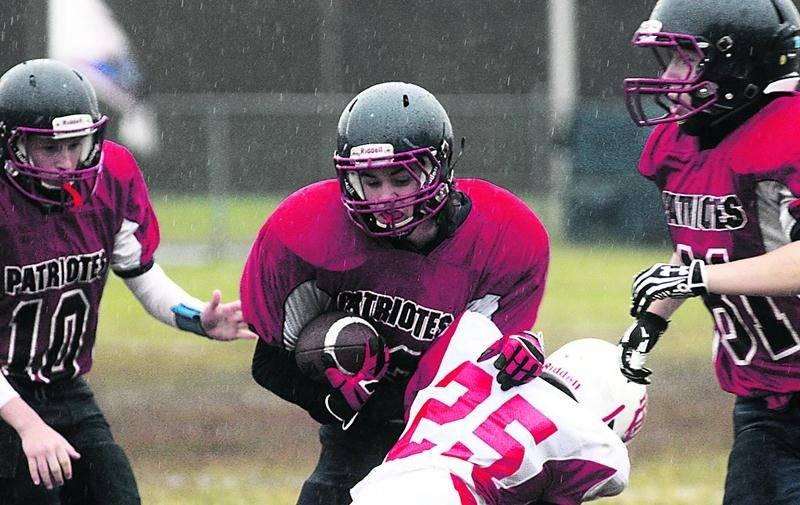 La pluie a compliqué le travail des six équipes qui ont foulé le terrain de l'école secondaire Saint-Joseph au cours du dernier week-end. Photo Robert Gosselin | Le Courrier ©