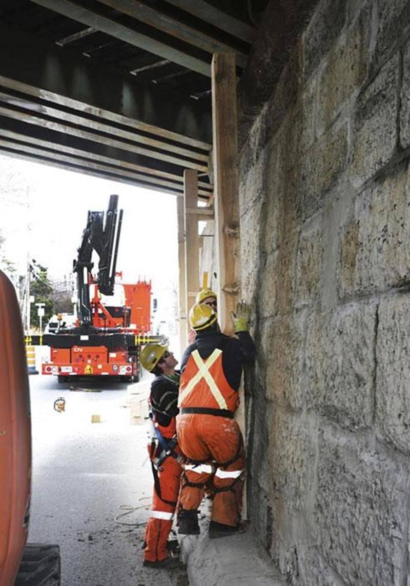 Même si l'opération de remplacement du tablier du tunnel Girouard est terminée, l'équipe du Canadien National (CN) prolongera sa présence à Saint-Hyacinthe le temps de compléter le nettoyage du site. Un grillage sera aussi installé afin de recouvrir la partie aérienne intérieure du pont. Ces derniers travaux ne devraient pas entraver la circulation routière, a indiqué, sans pouvoir le confirmer, la directrice des communications aux entreprises du CN. La dernière inspection détaillée du tunnel Gi