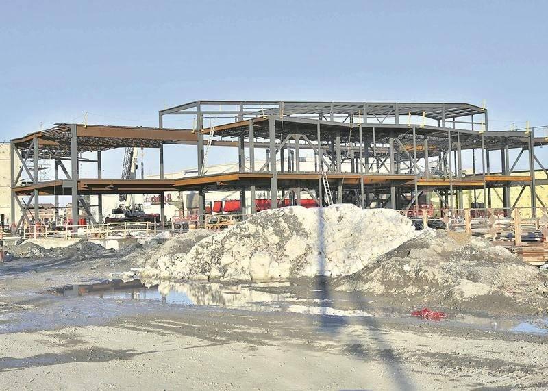 Le centre de congrès de Saint-Hyacinthe commence à prendre forme sur le terrain du centre d'achats. Photo Robert Gosselin | Le Courrier ©