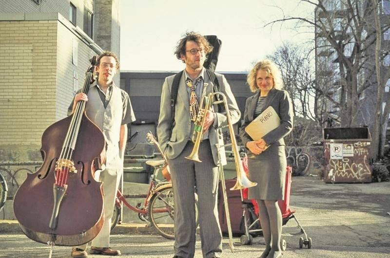 Benoit Paradis (au centre) croit que sa musique en surprendra plus d'un, et fera passer le public du Zaricot par toutes sortes d'émotions. Photo courtoisie