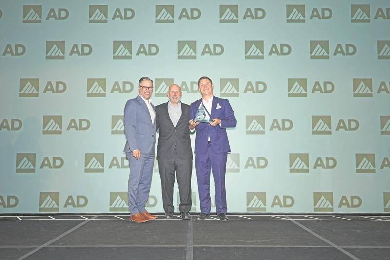 Christian Grenier et Mathieu Legris, les deux dirigeants de Maska Électrique, division Electrimat, ont reçu le prix Performance remis au Membre AD ayant la plus forte croissance au Canada lors du gala de l'industrie de l'électricité de Affiliated Distributors tenu à Dallas.