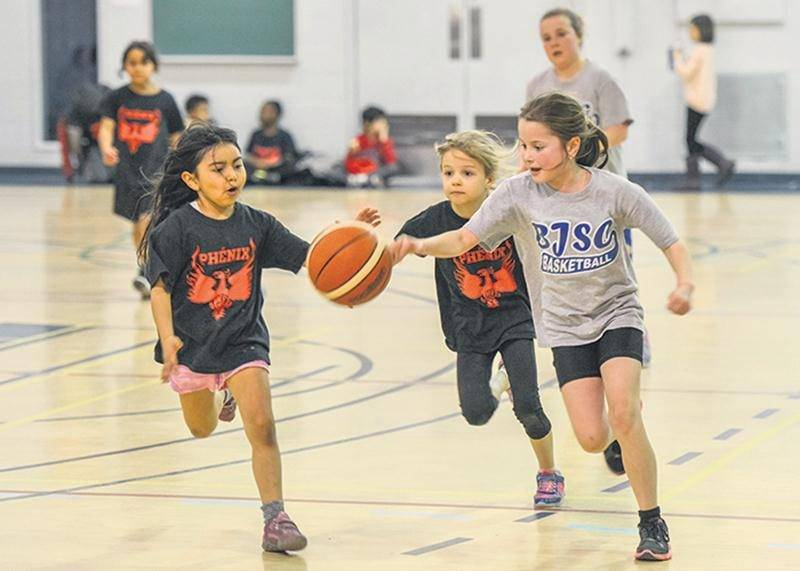 Un nombre record de 145 équipes a participé à la 8e Classique de mini-basket des Correcaminos.