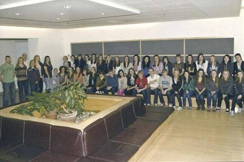 Le 4 février, les élèves du Collège Saint-Maurice ont accueilli des étudiants de la ville de Nelson en Colombie-Britannique. Une petite ville d'environ 10 000 habitants située dans les rocheuses de Selkirk. Lors de cet échange, ils ont visité les lieux d'intérêt et les réalisations de notre communauté. Ils ont été à la cabane à sucre, au parc Les Salines, au Biodôme de Montréal, dans le Vieux-Québec, au Carnaval de Québec, aux glissades de Val-Cartier, entre autres. Ils sont repartis le 11 févri