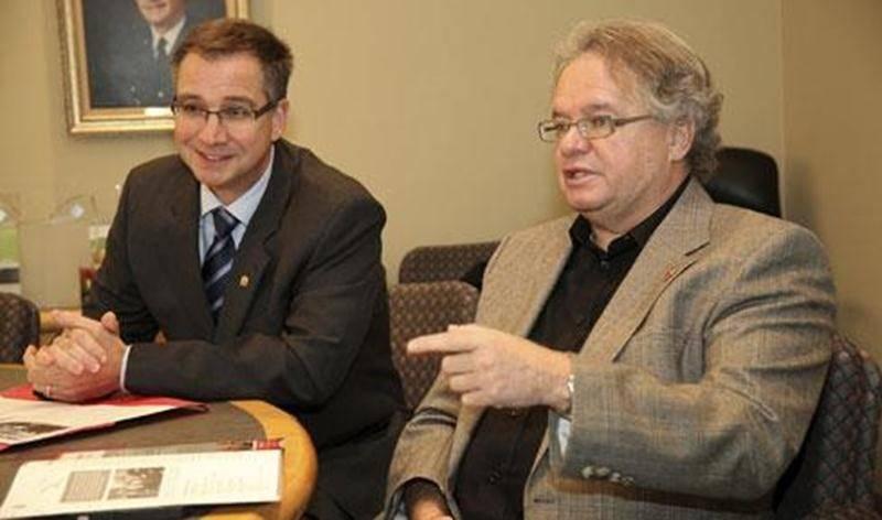 Dans l'ordre habituel, Vincent Giard, président de la campagne de financement de Centraide Richelieu-Yamaska et Daniel Laplante, directeur général de l'organisme.