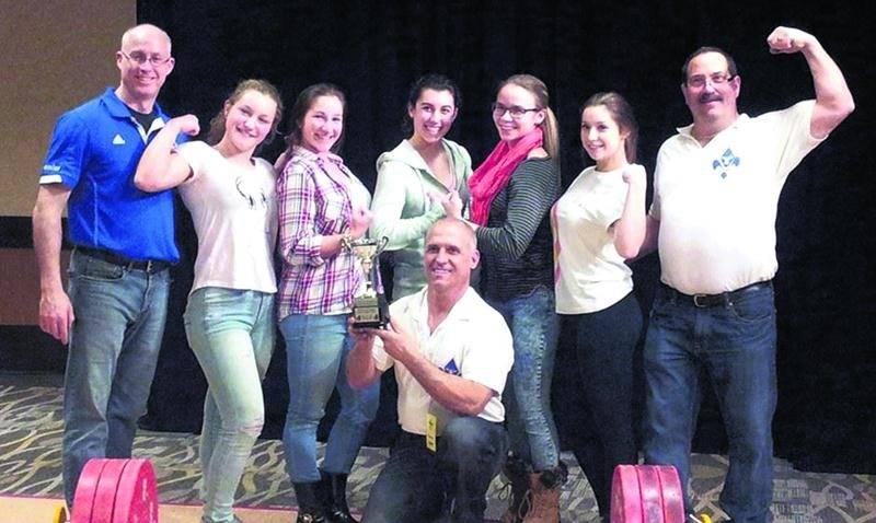 L'équipe féminine québécoise, composée uniquement de membres de la Machine Rouge, a remporté le championnat par équipe. Photo Courtoisie