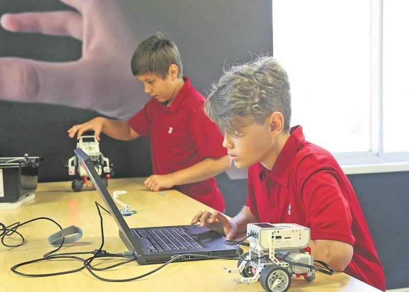 Un nouveau local de sciences a été aménagé à l'ESSJ pour les passionnés de robotique et d'autres technologies qui ont choisi la nouvelle option multisciences.   Photo Robert Gosselin | Le Courrier ©