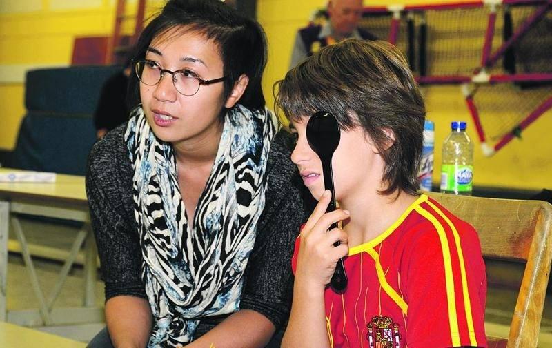 Plus d'une centaine d'enfants défavorisés de Saint-Hyacinthe ont bénéficié d'un test de dépistage visuel. Photo François Larivière | Le Courrier ©