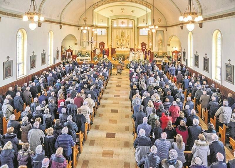 L'église de Saint-Simon était pleine à craquer pour les funérailles d'Hermel Giard le 24 février. Photos François Larivière | Le Courrier ©