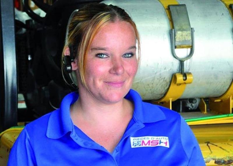 Depuis qu'elle a terminé son DEP, Vicky Boileau travaille dans un domaine qui la passionne, la vente de pièces automobiles!