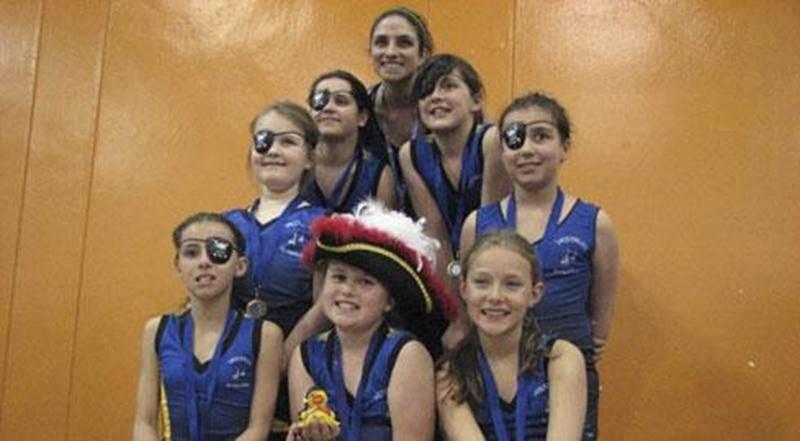 L'équipe novice U10 a nagé sous la thématique des pirates à la Coupe du Président, où elle a récolté la médaille d'or.