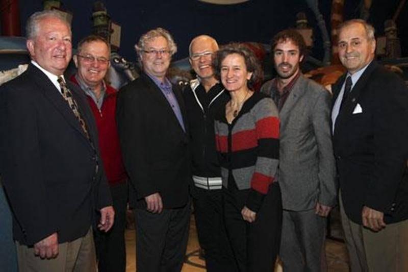Les partenaires du Théâtre de la Dame de Coeur affichent un large sourire lors de l'annonce de l'octroi de 240 000 $ sur trois ans à ce fleuron artistique de la MRC d'Acton.