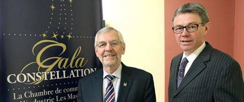 Le président du CLD Les Maskoutains, Claude Bernier accompagné du président de la Chambre de commerce et de l'industrie Les Maskoutains, Claude Corbeil.
