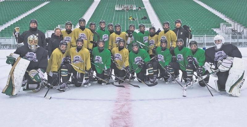 Les Gaulois ont tenu un rare entraînement samedi dernier afin de se familiariser avec l'environnement extérieur de la patinoire Victor-Pépin en vue de la Classique hivernale. Photo Ann Richer